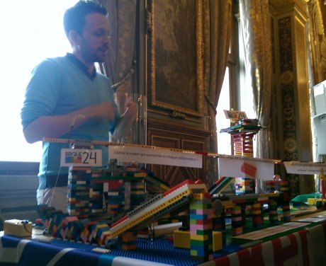 Damien Roquel explique le but de son atelier de Lego Serious Plays (Brique 24)