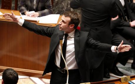Le ministre de l'Economie Emmanuel Macron lors des questions au gouvernement le 17 février 2015