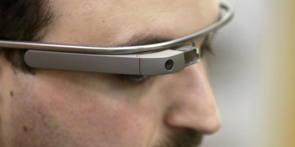 """Les Google Glass sont réservées pour le moment aux """"explorateurs"""", qui doivent dépenser 1.500 dollars pour les acquérir. (Photo : Reuters)"""