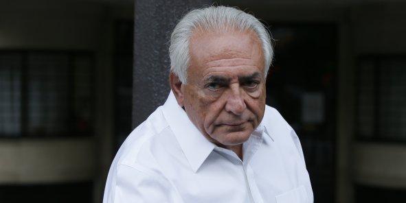 """Intitulé """"Apprendre de ses erreurs, le document publié par Dominique Strauss-Kahn admet le caractère """"inepte"""" ou """"désastreux"""" des """"ajustements budgétaires sévères"""" qui ont été la règle dans la zone euro dans la foulée de la crise."""