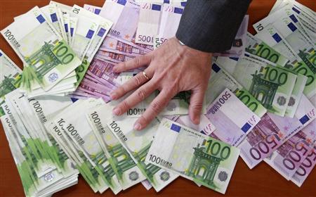 « Les rémunérations des plus hauts dirigeants devront être votées non pas par le conseil d'administration, où en général il y a beaucoup d'amis, mais par l'assemblée générale des actionnaires », a déclaré le président candidat, mercredi. Copyright Reuters