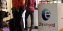 Des personnes attendant à Pôle emploi (chômeurs, chômage) lors du 20e forum de l'alternance à Paris en mai 2015