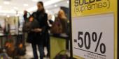 Soldes ou pas, les accros du shopping cherchent les bonnes affaires toute l'année