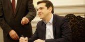Alexis Tsipras devient Premier ministre de la Grèce. Il signe les documents d'investiture lors de la cérémonie au palais présidentiel.