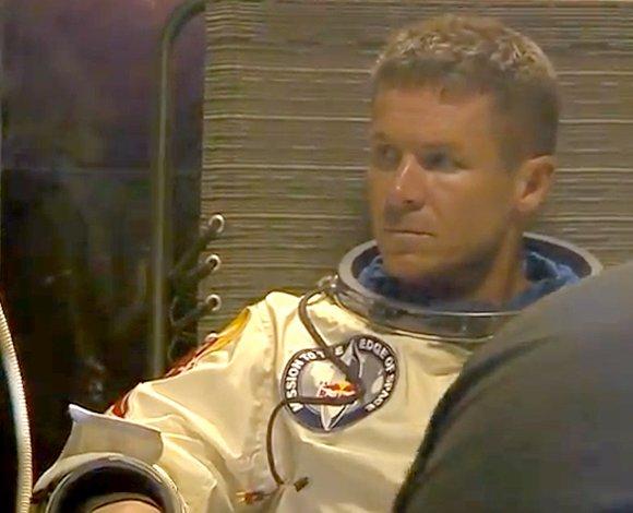 Felix Baumgartner dans sa combinaison, prêt à décoller