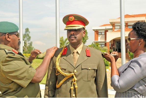 4- Muhoozi Kainerugaba Museveni [Ouganda], le sur-gradé à la vitesse grand V