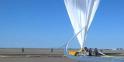 Préparation du ballon gonflé à l'hélium