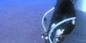 20h08 (heure française) : Felix Baumgartner a les pieds hors de la capsule