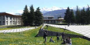 La municipalité écologiste de Grenoble a décidé de ne pas renouveler son contrat avec le groupe d'affichage et de mobilier urbain JCDecaux.