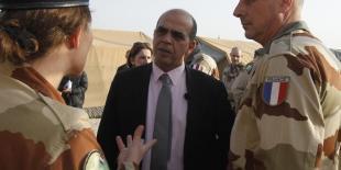 Kader Arif n'est concerné par aucune enquête, dit Manuel Valls