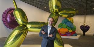 Parmi les autres expositions significatives à venir : Jeff Koons (en photo) présentera au Louvre à Paris en 2015, ses grandes sculptures Balloon Rabbit, Balloon Swan et Balloon Monkey, et Sonia Delaunay au Musée d'art moderne de Paris en février puis à la Tate Modern de Londres, du 15 avril au 9 août 2015.