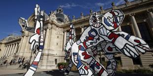 Sculptures de l'artiste Jean Dubuffet (1901 - 1985) devant le Petit Palais à Paris en 2013.