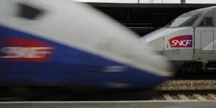 """La Cour des comptes souligne la fréquentation stagnante du TGV, associée à une rentabilité des lignes en baisse """"au fil de nouveaux projets de plus en plus coûteux""""."""