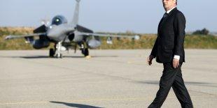 Francois hollande reaffirme a istres l'importance de la dissuasion nucleaire
