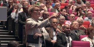 Elise Lucet, à l'Assemblée générale annuelle des actionnaires de Sanofi, en 2014.