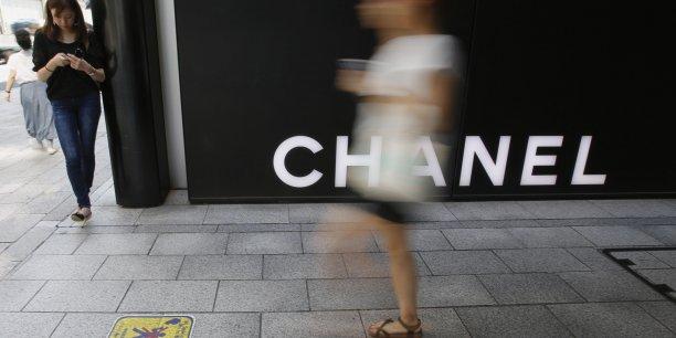 Les profits de Chanel ont été boostés par la bonne tenue de sa division Mode et par un événement exceptionnel, la vente d'actifs financiers qu'elle détenait depuis longtemps et qui lui ont permis d'encaisser 642 millions de dollars (472 millions d'euros), indique Challenges, sans préciser de quels actifs il s'agit.
