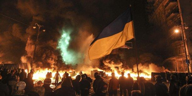 A Kiev, les manifestations se poursuivent, malgré la démission du gouvernement.