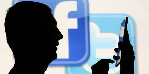 Le rapport du CNN préconise de créer une obligation générale de loyauté afin que les plateformes comme Twitter et Facebook détaillent leurs procédés, pour garantir aux usagers la maîtrise des informations les concernant. | REUTERS