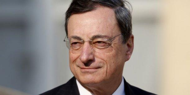 Mario Draghi, président de la BCE, en reste aux menaces