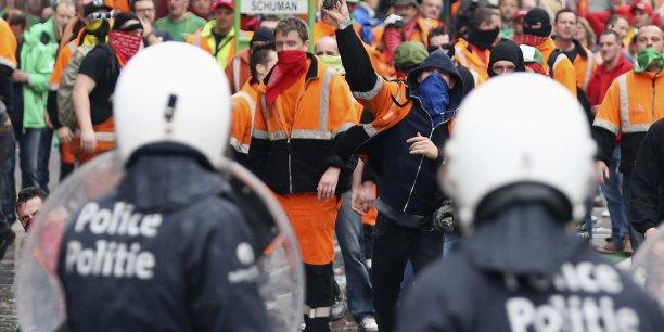 """""""Les responsables européens ne veulent pas nous entendre. C'est pourtant simple : l'austérité a aggravé la crise"""", a expliqué la Confédération européenne des syndicats, présente dans le cortège."""
