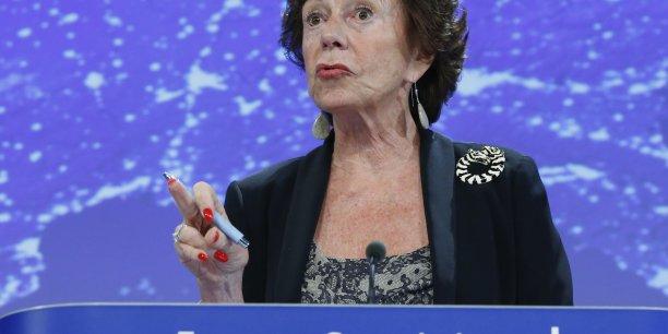 Neelie Kroes, commissaire européenne se dit scandalisée après la décision d'interdire Uber à Bruxelles