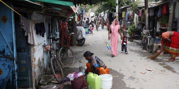 Selon le rapport des experts, le taux de pauvreté est passé de 38,2% de la population en 2009-2010 à 29,5% en 2011-2012 | Reuters