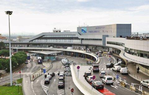 Le gouvernement a annoncé jeudi 4 décembre dans la soirée son intention de vendre à un consortium chinois 49,9% des 60% que possède l'État dans le capital de Toulouse-Blagnac pour 308 millions d'euros.