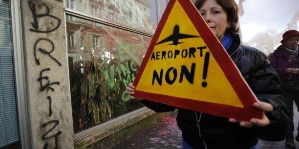Le projet d'aéroport de Notre-Dame-des-Landes, défendu par l'ex-Premier ministre Jean-Marc Ayrault, qui fut maire de Nantes, est pour l'instant suspendu aux recours déposés en justice par les opposants.