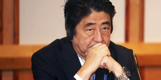 La politique de Shinzo Abe, le Premier ministre japonais, peine à convaincre. Il pourrait être annoncé des élections législatives anticipées.