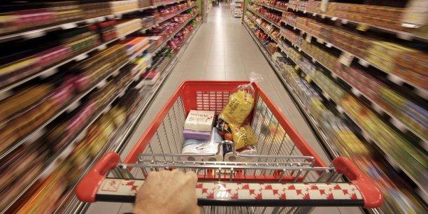 Après avoir habitué les consommateurs au libre service, les hyper- et supermarchés adoptent l'encaissement automatique et le paiement sans contact.