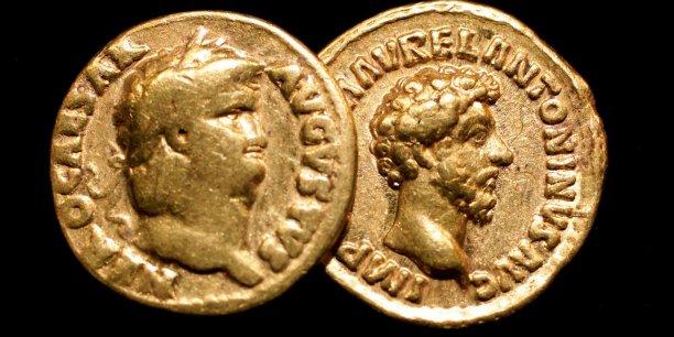Au cours des siècles passés, l'or et les métaux précieux en général garantissaient la valeur des monnaies internationales. Ces deux pièces d'or romaines retrouvées à Londres témoignent de la puissance économique de de Rome du temps de l'Empire.