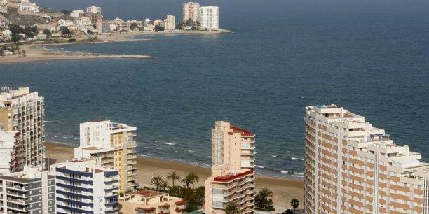 Le nombre de logements vides en Espagne se réduit. Les prix qui s'étaient écroulés de plus de 30% en 6 ans ne baissent plus depuis le deuxième trimestre 2014. Ils ont même cru de 1,8% au quatrième trimestre par rapport au même trimestre de 2013, selon l'Institut national des statistiques (INE) espagnol.