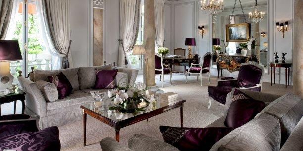 le plaza ath n e fin pr t pour la guerre des palaces parisiens. Black Bedroom Furniture Sets. Home Design Ideas