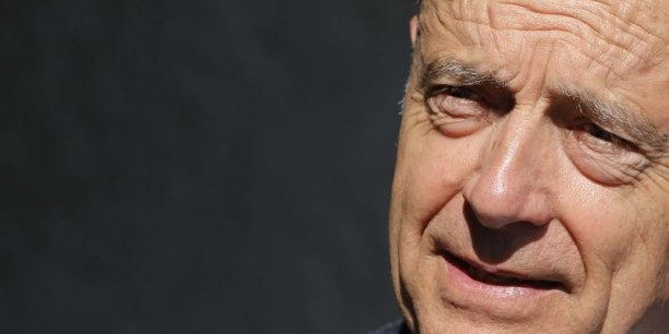 Alain Juppé revendique la primauté sur Emmanuel Macron dans la dénonciation des 35 heures.
