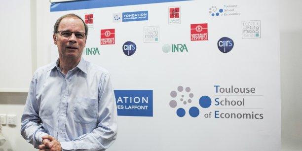 Jean Tirole, économiste, lundi 13 octobre, lors d'une conférence à la Toulouse Schools of Economics, après l'annonce de l'Académie royale des sciences de Suède qui lui a décerné le prix Nobel d'économie pour récompenser ses travaux sur la régulation des marchés.