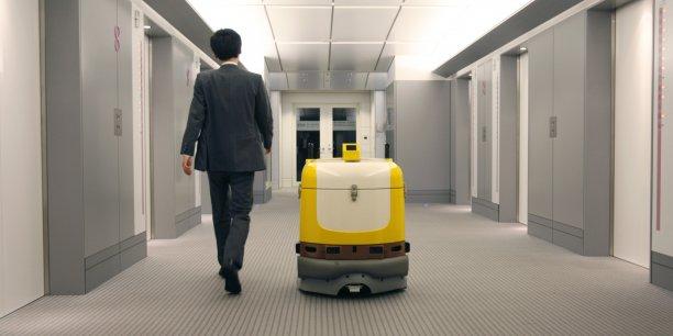 """La robotisation va toucher """"les classes moyennes, y compris les classes moyennes supérieures"""", explique Hakim El Karoui, associé au cabinet Roland Berger."""