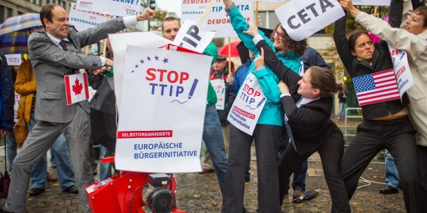 """Le collectif prévoit """"une intensification de ses mouvements de protestation dans les mois qui viennent"""", notamment une action devant le bâtiment de la Commission le 9 décembre, jour de l'anniversaire de son président, Jean-Claude Juncker."""
