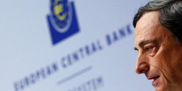 """La BCE préparerait un """"petit QE"""". Le chiffre de 500 milliards d'euros, évoqué par Bloomberg, est en effet encore loin de l'objectif que s'est fixé Mario Draghi."""