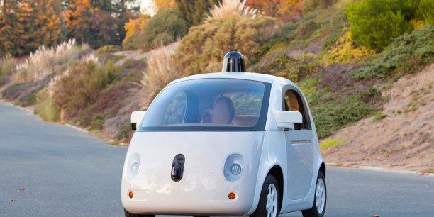 Géants du net et constructeurs automobiles rivalisent d'inventivité pour se positionner sur le secteur porteur de la voiture connectée. Ici la Google Car.