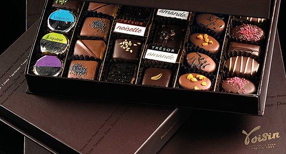 Chaque chocolat de cette boîte « Passion » est fabriqué de A à Z dans les ateliers Voisin de Lyon.