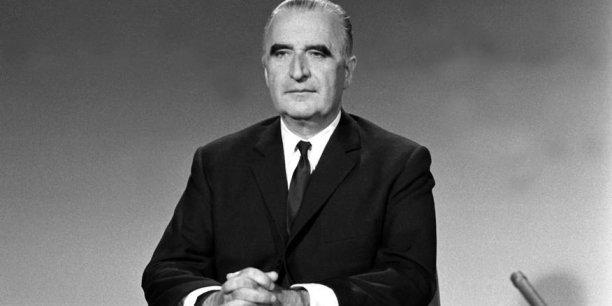 """Le 27 avril 1964, au Dîner des Jeunes Patrons, Georges Pompidou déclarait : """"À l'heure actuelle, investir en France est un travail. C'est d'abord un travail administratif, car il faut passer toutes les filières et tous les bureaux, remonter toute la hiérarchie pour obtenir toutes les permissions, toutes les bénédictions. Je reconnais que c'est une calamité et si je puis dire quelque chose pour simplifier tout cela, croyez bien que je le ferai."""""""