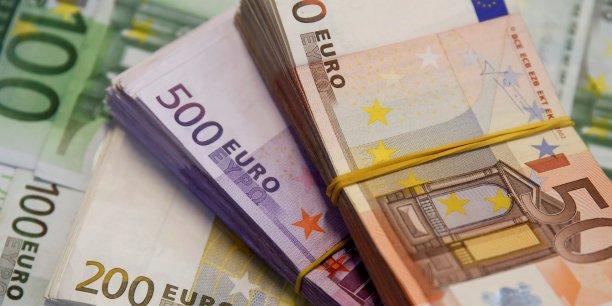 """""""Jusqu'ici, les consommateurs français pouvaient régler jusqu'à 3.000 euros d'achats en liquide"""""""