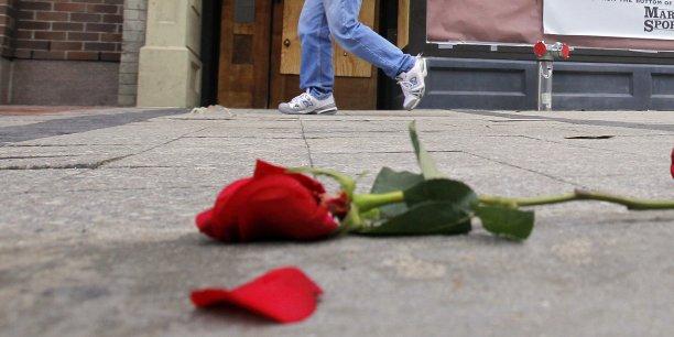 http://static.latribune.fr/full_width/465271/rose-parti-socialiste.jpg