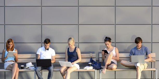 La génération dite des « Millennials », née avec Internet et avide de simplicité, est avant tout caractérisée par son appétit pour les technologies mobiles.