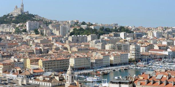 Comme toutes les Villes-Ports, Marseille est en outre directement exposée aux conséquences du réchauffement climatique, notamment la montée du niveau des mers.