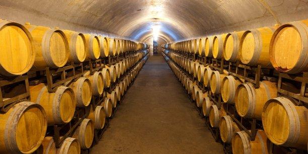 Le segment commercial du vin en vrac est nettement dominé par l'Espagne, premier fournisseur mondial avec 33% des parts de marché, loin devant l'Italie (14%), dont les parts de marché s'effritent, la France ne figurant qu'en 6e position avec 6% de parts du marché.