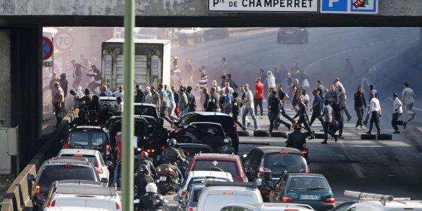 """Au mois de juin, François Hollande avait condamné les """"violences inacceptables"""" commises lors des manifestations de chauffeurs de taxi en France. Dans le même temps, il avait appelé à dissoudre le service UberPop."""