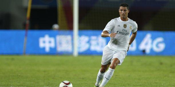 L'international portugais Cristiano Ronaldo occupe la tête du classement avec une valorisation du tweet estimée à 230 000 € !