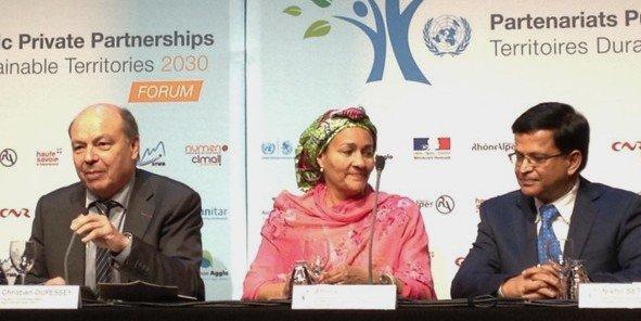 Amina J.Mohammed (au centre) affirme que la pauvreté peut être éradiquée d'ici 2030.