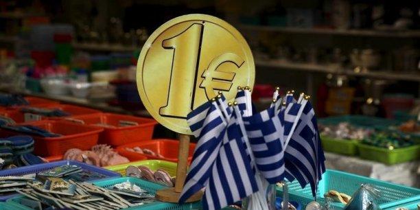 Avec le nouvel allègement sur le contrôle des capitaux, le ministère des Finances espère drainer à court terme trois à quatre milliards d'euros de dépôts vers les banques grecques.